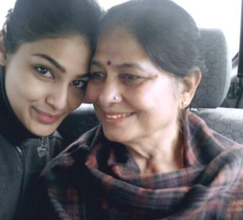 Puja Gupta family images